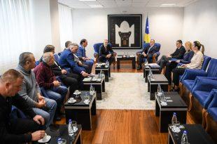 Kryeministri i vendit, Ramush Haradinaj ka pritur sot në takim përfaqësuesit e Shoqatës së Naftëtarëve