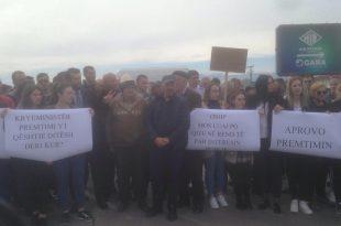 Banorët e fshatrave Bablak, Tërrn, Koshare dhe Luboc të Ferizajt kanë protestuar sot me kërkesën për asfaltim të rrugës