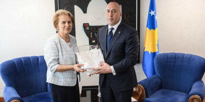 Kryeministri Haradinaj ka pritur sot në një takim Feride Hysenin, kryetare e Kryqit të Kuq të Kosovës