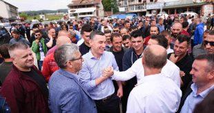 Veseli takon banorët e fshatit Doganaj në Kaçanik për të zgjidhur kërkesën e tyre për rregullimin e rrugës lokale