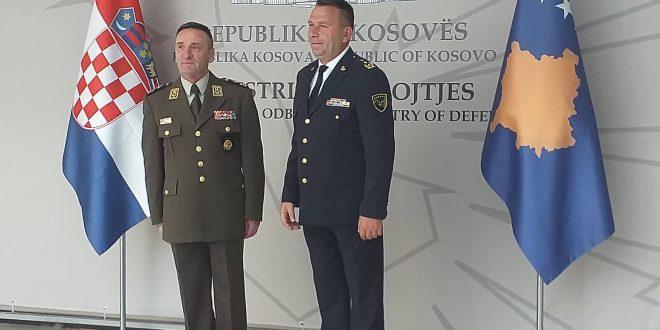 Shef i Shtabit të Forcave të Armatosura të Kroacisë, gjeneral Mirko Shundov ofron bashkëpunim për FSK-në