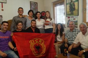 Sot Radion Kosova e Lirë e vizituan disa familjarë të dëshmorëve nga Shoqata e Familjeve të Dëshmorëve të UÇK-së, në Pejë