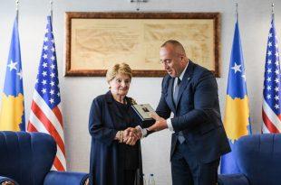 Kryeministri Haradinaj pranon letër falënderimi nga ish Sekretarja Amerikane e Shtetit, Madeleine Albrigh