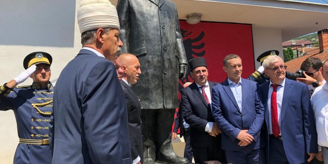 Kryeministri në dorëheqje, Ramush Haradinaj merr pjesë në zbulimin e shtatorës se Shejh Myhedin Shehu