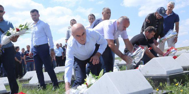 Sot në Skenderaj janë përkujtuar dëshmorët e kombit Beqir, Azem e Faik Hajrizi, si dhe Sabit Ahmetaj
