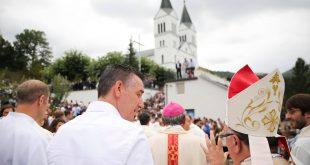 """Kadri Veseli i viziton besimtarët katolikë në Viti me rastin e manifestimit të përvitshëm kushtuar """"Zojës së Madhe"""""""