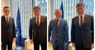 Ka përfunduar takimi trepalësh në Bruksel mes delegacioneve të Kosovës dhe të Serbisë, nën ndërmjetësimin e Lajçakut