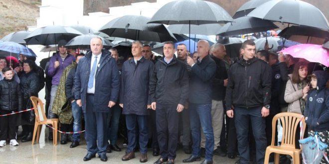 """Ministri i Mbrojtjes, Rrustem Berisha, mbajti fjalë në manifestimin """"Ditët e Shqipes"""" në Koshare"""