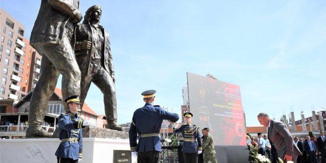 Haradinaj: Xhevë e Fehmi Lladrovci, ishin çdoherë në radhën e parë të sulmit, duke iu bërë krah i fortë lëvizjes për liri