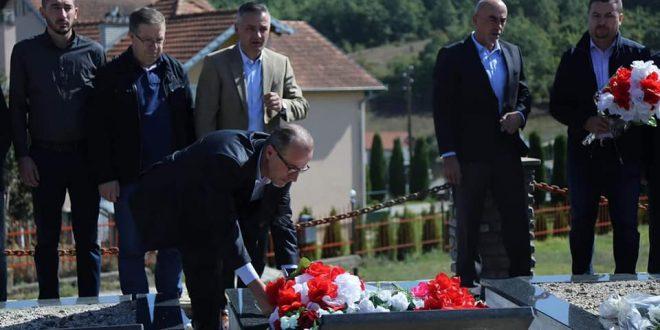 Në 21- vjetorin e rënies heroike sot në Skenderaj janë përkujtuar dëshmorët e rënë në altarin e lirisë më 22 shtator 1998
