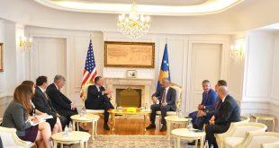 Përfundon takimi në mes kryetarit Thaçi dhe emisarit amerikan Grenell, asnjëri nga ta nuk deklarohen për media