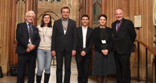 Një delegacioni i Lëvizjes Vetëvendosje, në krye me Albin Kurtin po qëndron për vizitë dyditore në Britaninë e Madhe