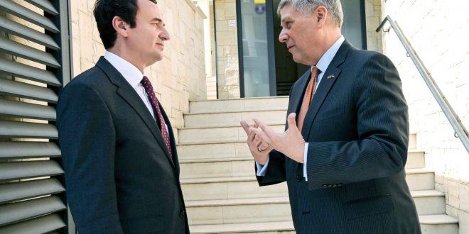 Kryetari i Lëvizjes Vetëvendosje Albin Kurti ka pritur sot në takim ambasadorin e SHBA-së në Kosovë, Philip Kosnett