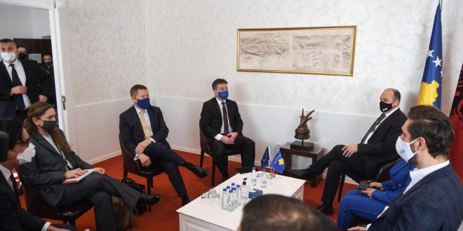 Enver Hoxhaj kërkon nga Lajçak të mos ketë qëndrim të njëanshëm në dialog dhe ta njoh realitetin e Kosovës së pavarur