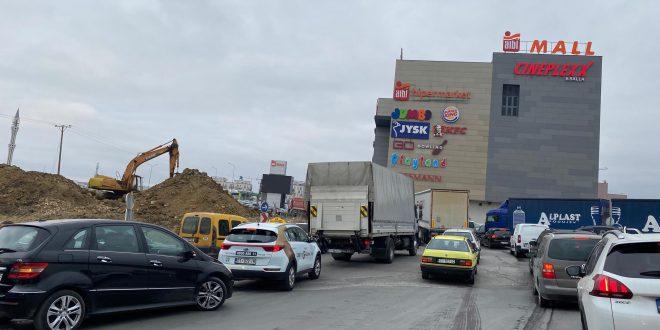 Punimet për zgjerimin e rrugës në Veternik po shkaktojnë kolona të gjata të veturave në kryeqytet