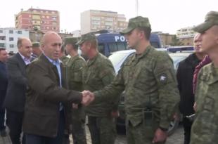 Kryeministri Haradinaj me disa nga ministrat e Qeverisë së Kosovës i vizitojnë zonat e prekura nga tërmeti në Durrës