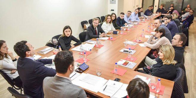 """Po vijnë """"çlirimtarët"""" e Republikës së tretë, të cilët e """"çliruan"""" Kosovën nga komandantët e UÇK-së!"""