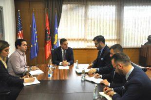MASHT shpreh gatishmërinë për të siguruar tekste shkollore për nxënësit shqiptarë në Kosovën Lindore