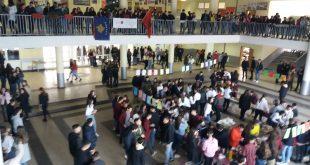 """Më aktivitete të ndryshme edhe sivjet nxënësit e gjimnazit """"Ulpiana"""" në Lypjan e kremtojnë festën e pavarësinë"""