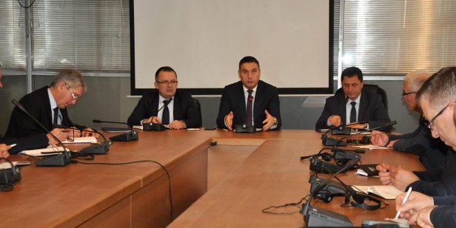 Ministri i Arsimit, Shyqyri Bytyqi i ka takuar sot drejtorët e DKA-ve me të cilët ka folur për zëvendësimin e orëve të humbura