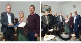 """Thaçi ndanë dekoratën ne urdhrin """"Hasan Prishtina"""" për veprimtarin e çështjes kombëtare Kasim Haxhimurati"""