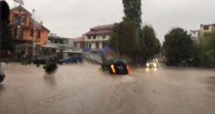 Reshjet e dendura të shiut kanë krijuar sot probleme me rrugët dhe energjinë elektrike në Kukës