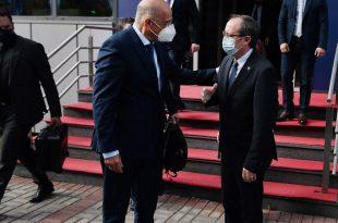 Kryeministri Hoti e ka pritur sot në takim ministrin e Punëve të Jashtme të Greqisë, Nikos Dendias