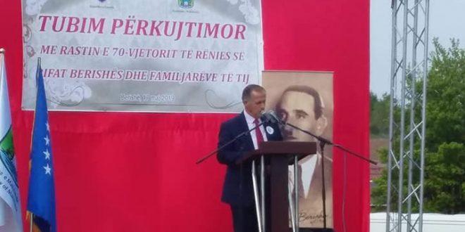 Në fshatin Berishë u mbajt tubim përkujtimor në 70 vjetorin e vrasjes së Rifat Berishës e bashkëluftëtarëve të tij