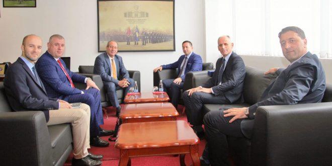 Ministri i Mbrojtjes, Armend Mehaj e pret në takim profesorin e njohur amerikan, David Phillips