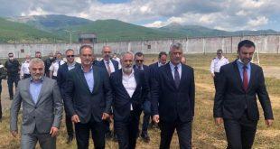 Kryetari, Thaçi, ka vizituar sot Burgun e Dubravës dhe ka përkujtuar të burgosurit shqiptarë, të vrarë para 21 vjetësh