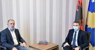 """Ministri i MPMS-së, Skender Reçica takon përfaqësuesit e Federatës Sindikale të Pavarur """"ElektroKosova"""""""