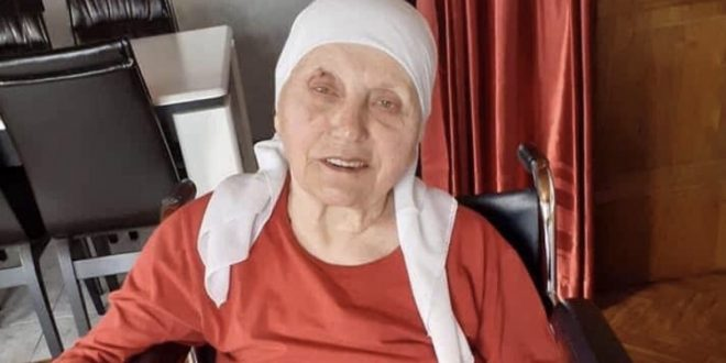 Ndahet nga jeta nëna doktorit të ushtarëve të Ushtrisë Çlirimtare të Kosovës, Gani Halilajt pasi e humb betejën më koronavirusin