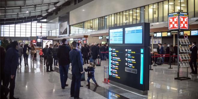 """Aeroporti Ndërkombëtar i Prishtinës """"Adem Jashari"""" gati të arrijë shifrën prej rreth 2.2 milionë udhëtarëve në këtë vit"""