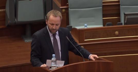 Deputeti i PDK-së, Abelard Tahiri thotë se nuk duhet të lejohet që rigrupohen strukturat paralele në veri të vendit