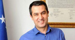 Adil Behramaj: Nuk e paskemi ditur, por Avdullah Hoti qenka tërësisht i amputuar nga ndjenjat e patriotizmit
