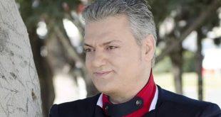 Flet këngëtari i mirënjohur Arjan Korkaj: Rruga e jetës time ndodhet në udhëkryqin e emigrantit