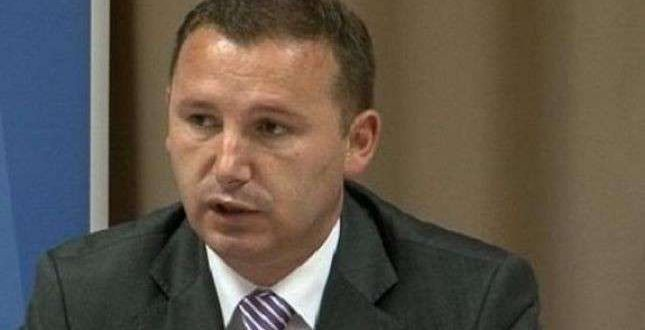 Për numrin e madh të rasteve me virus, në Prishtinë, ministri i Shëndetësisë, Armend Zemaj, ka fajësuar Vetëvendosjen