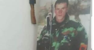 Sot në Mitrovicë bëhen homazhe tek lapidari i heroit të kombit Avni Shabani, në 22 vjetorin e rënies heroike të tij