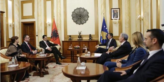 Basha i opozitës në Shqipëri takon dhe lavdëron pozitën në Kosovë