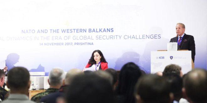 """Ministri i Jashtëm Behxhet Pacolli, foli para të pranishmëve në konferencën """"NATO-ja dhe Ballkani Perëndimor"""""""