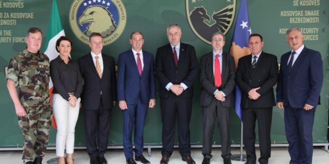 Ministri i FSK-së Rrustem Berisha priti në vizitë ministrin e Mbrojtjes të Irlandës z. Paul Kehoe