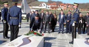 Ministri kroat i Mbrojtjes, Josip Buleviq me bashkëpunëtorë, vizitoi Kompleksin Memorial Adem Jashari në Prekaz