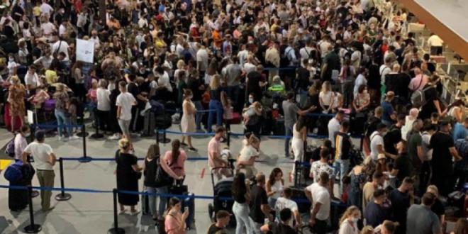 """Sindikata e Aeroportit e fajëson kompaninë menaxhuese """"Limak"""" për tollovitë e shkaktuara"""
