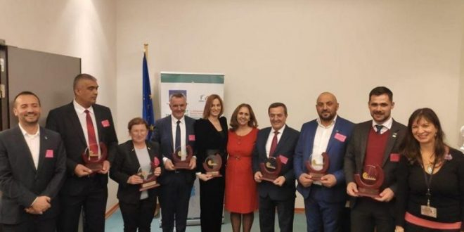 OJQ VoRAE: Komisioni Europian i jep kryetarit të Lypjanit, Imri Ahmeti, çmimin Kryetari më Miqësorë me Romët