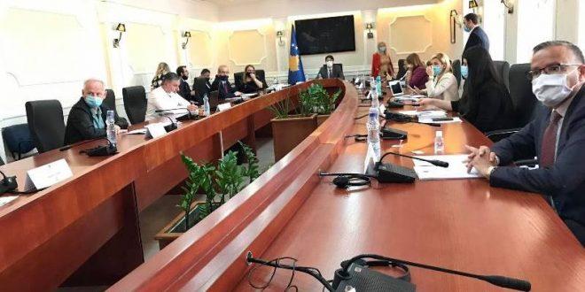 Anëtarët e Komisionit për Financa dhe Transfere e mriatojnë rishikimin e Buxhetit të cilin e prodedojnë në Kuvend