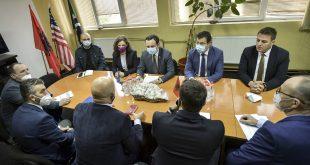 """Kryeministri, Albin Kurti dhe ministrja e Ekonomisë Artane Rizvanolli kanë vizituar ndërmarrjen """"Trepça"""""""