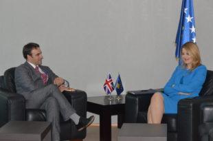 Ministrja, Dhurata Hoxha priti nё takim ambasadorin e Mbretërisë së Bashkuar, Ruairi O'Connell