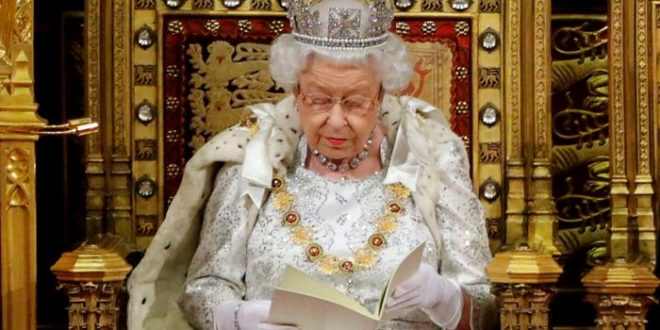 Mbretëresha e Britanisë së Madhe, Elizabetha e Dytë e nënshkruan projektligjin për dalje nga BE