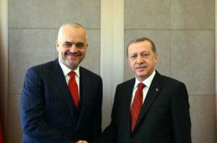 Kryeministri Edi Rama, u shpreh i lumtur për stabilitetin pas dështimit të grusht shtetit në Turqi