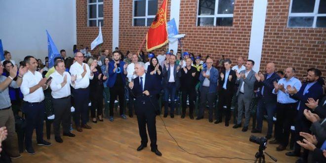 Kandidati i PDK-së, Bajrush Xhemajli takon invalidët dhe veteranët e UÇK-së në Ferizaj, thotë se do të jetë zëri i tyre